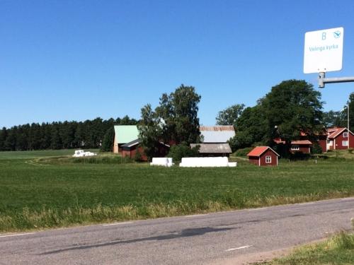 Velinga bus stop, at church [kyrka].